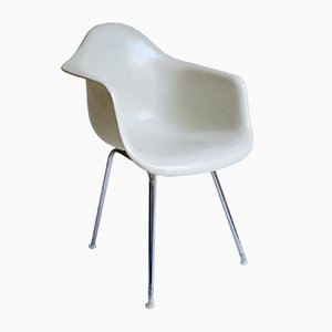 Sedia DAX in fibra di vetro di Charles & Ray Eames per Herman Miller, anni '60