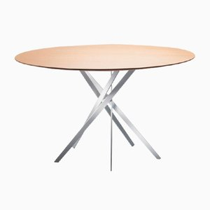 Tavolo IKI con base laccata bianca e ripiano impiallacciato in quercia di Marco Zanuso Jr. per Adentro