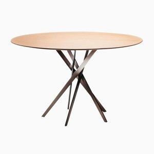 Tavolo IKI con base laccata color bronzo e ripiano impiallacciato in quercia di Marco Zanuso Jr. per Adentro