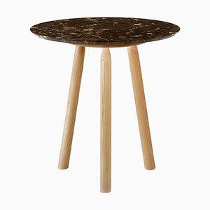 Tavolo rotondo Nina in frassino con ripiano in marmo di Carlo Contin per Adentro