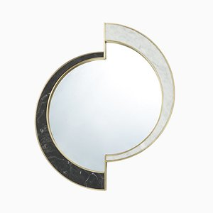 Specchio Half Moon in marmo ed ottone di Bohinc Studio