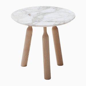 Tavolino rotondo Ninna in frassino con ripiano in marmo di Carlo Contin per Adentro