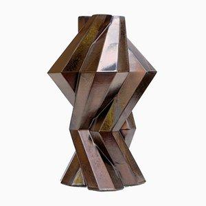 Jarrón Fortress Column de cerámica en bronce de Bohinc Studio