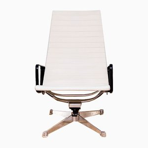 Poltrona EA124 in ecopelle di Charles & Ray Eames per Herman Miller, anni '60