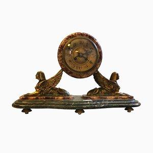 Reloj de mesa francés de latón y mármol policromado, años 30