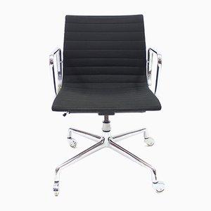 Sedia da ufficio girevole EA 117 vintage di Charles & Ray Eames per Herman Miller, 1958