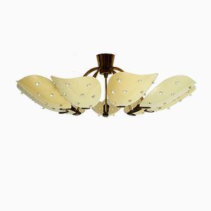 Lámpara de araña grande de latón con nueve brazos y pantallas de plexiglás, años 50