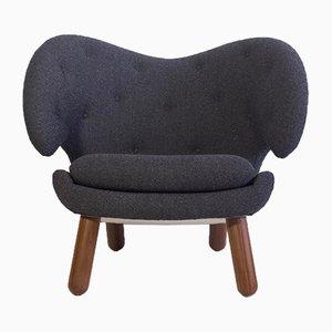 Pelikan Vintage Sessel mit runden Beinen aus Nussholz von Finn Juhl für One Collection