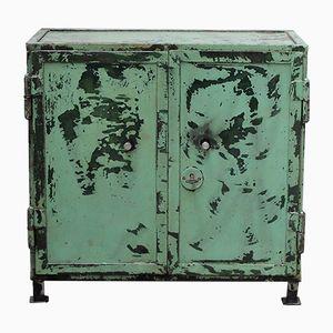 Kleiner grüner industrieller Vintage Schrank