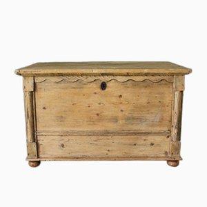 Caja antigua de pino con tapa abatible
