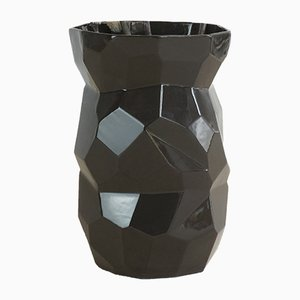 Schwarze Vase in Polygon-Optik von Studio Lorier