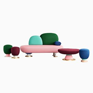 Sofá, mesa y pufs de Masquespacio