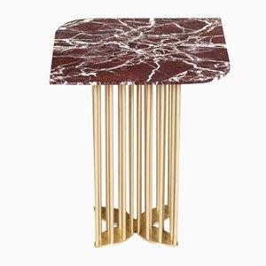 Tavolino Naiad in marmo rosso ed ottone di Naz Yologlu per NAAZ