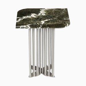 Tavolino Naiad in marmo verde ed acciaio di Naz Yologlu per NAAZ