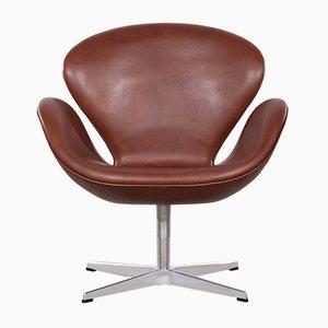 Silla Swan 3320 vintage de cuero marrón de Arne Jacobsen para Fritz Hansen