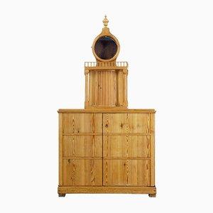 Antiker schwedischer Schrank aus Pinienholz mit Platz für Uhr