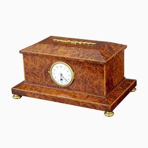Caja de madera nudosa de tejo con reloj, años 20