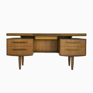 Toeletta o scrivania in teak di Victor Wilkins per G-Plan, anni '70