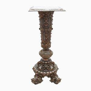 Colonna vintage con metallo inciso