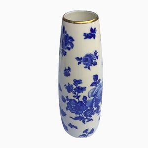 Weiße Mid-Century Vase mit kobaltblauem Rosenmotiv von Royal Porzellan Bavaria