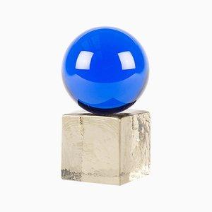 Escultura OH MY mini de vidrio en azul con base ahumada de Maria Gustavsson & Strups para Swedish Ninja
