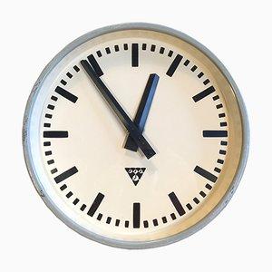 Graue industrielle Uhr von Pragotron, 1960er