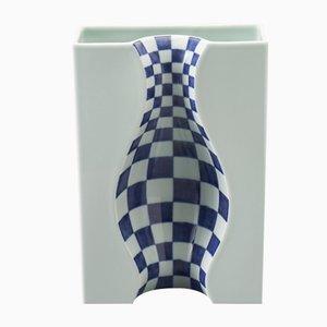 Große blaue Illusion Vase aus Arita-Porzellan von DesignLibero für Hands On Design
