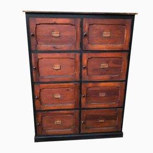 Mueble vintage con ocho puertas