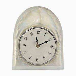 Vintage Modell Deux Colombes Uhr aus Opalglas von René Lalique
