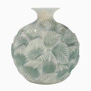 VIntage Ormeaux Vase aus Opalglas von René Lalique