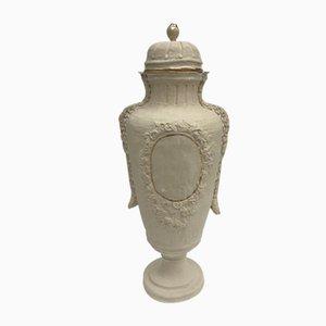 Vase mit Deckel aus Sandstein aus der Trésor Découvert Serie von Amy Jayne Hughes