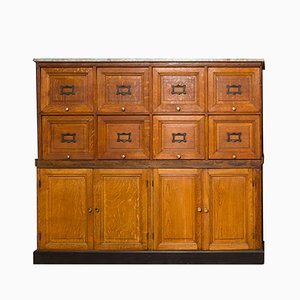Mueble francés vintage con cajones abatibles y armario