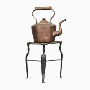 Hervidor de agua de cobre con soporte, década de 1860