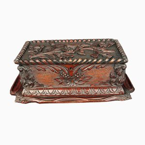Caja antigua tallada