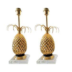 Lámparas de mesa doradas con forma de piña, años 70. Juego de 2