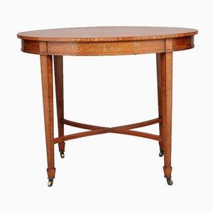 Mesa auxiliar antigua oval de madera satinada con ruedas