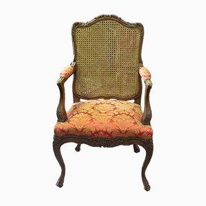 Antiker Louis XV Armlehnstuhl aus geschnitztem Nussholz & Geflecht