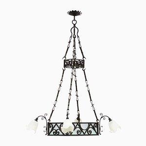 Lámpara de araña antigua grande de hierro forjado y vidrio esmerilado