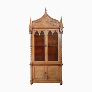 Antiker neugotischer Schrank, 1880er