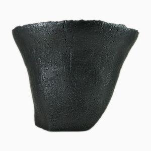 Recipiente grande de cerámica en gris con esmaltado negro metálico de Christine Roland, 2018