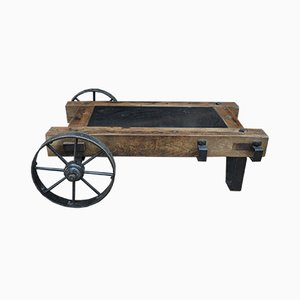 Mesa de centro o carrito industrial de madera y metal, años 40