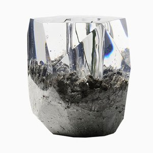Modell In Disguise Vase in Felsen-Optik von Jule Cats