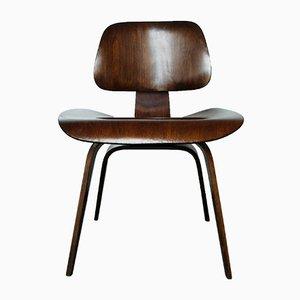 Silla DCW de nogal de Charles & Ray Eames para Herman Miller, años 50