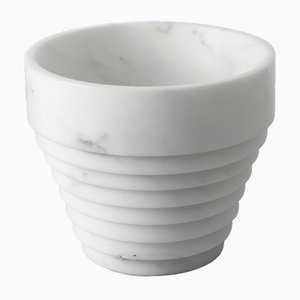 Weiße Guggenheim Vase aus Michelangelo Marmor von Michele Chiossi für MMairo