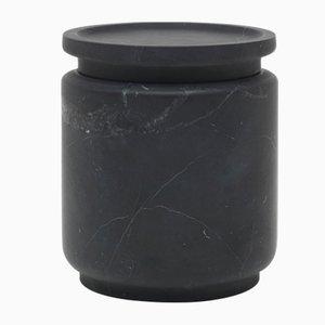 Vasetto cilindrico Pyxis M in marmo nero Marquinia di Ivan Colominas per MMairo