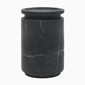 Contenitore Pyxis L in marmo nero Marquinia di Ivan Colominas per MMairo