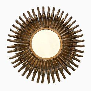 Espejo de pared en forma de sol francés Mid-Century de metal dorado