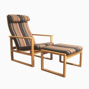 Dänischer Armlehnstuhl aus Eiche & Fußhocker von Børge Mogensen für Fredericia, 1950er