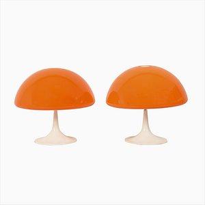 Lámparas de mesa italianas de plástico naranja con bases de metal, años 60. Juego de 2