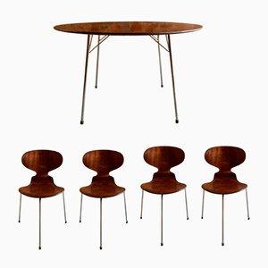 Mesa y cuatro sillas Ant de Arne Jacobsen para Fritz Hansen, años 50